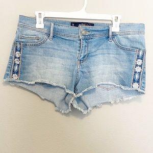 Hollister Low Rise Denim Shorts Size 11